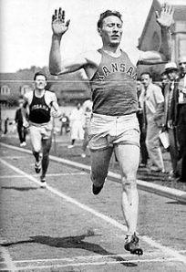 220px-Glenn_Cunningham_competing_for_KU_circa_1933