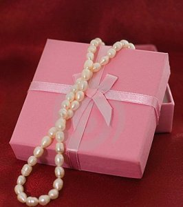 pearls-pink-box-12733898