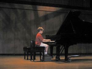 boy-piano